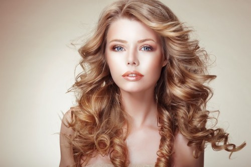 Amazing Curly Blonde Hairstyle-min