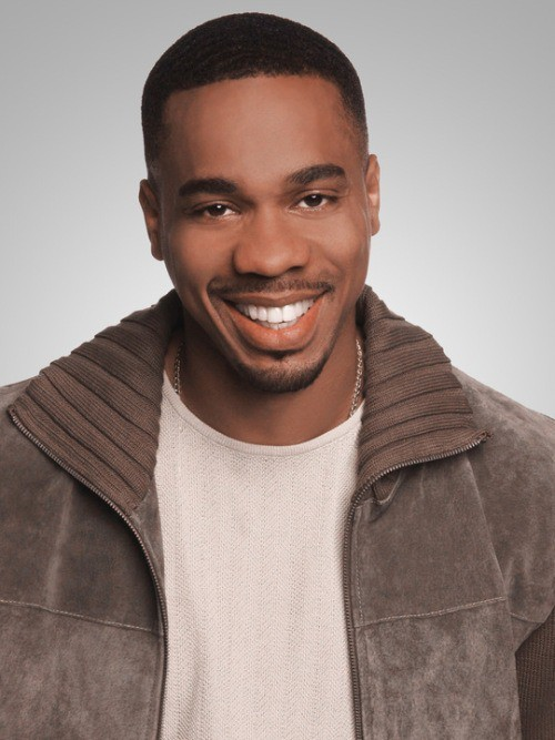 GALLERY   Duane Martin Stars As Entertainment Reporter Robert James On ALL  OF US On