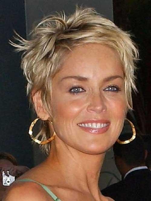 short layered blonde women hairstyle