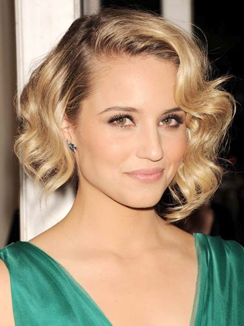 Classy-Short-Wavy-Bob-Hairstyles-Side-Parted-with-Ombre-Dark-Brown-and-Blonde-Color-for-Oval-Faces-Women-in-Party-Days