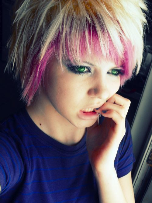 70 modish emo hairstyles for confident girls hairstylecamp emo hairstyles for girls 2 urmus Choice Image