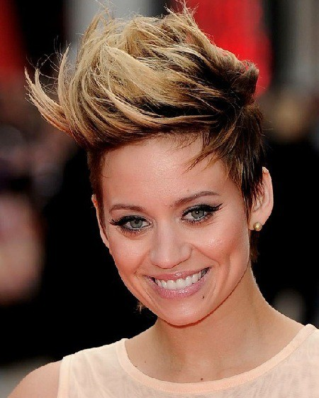 Short Haircuts for Women With Round Faces 20