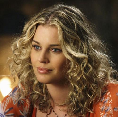 women best platinum curly blonde hairstyle