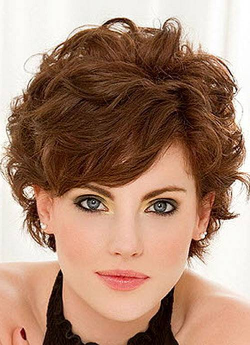 Wavy pixie hairstyle for women