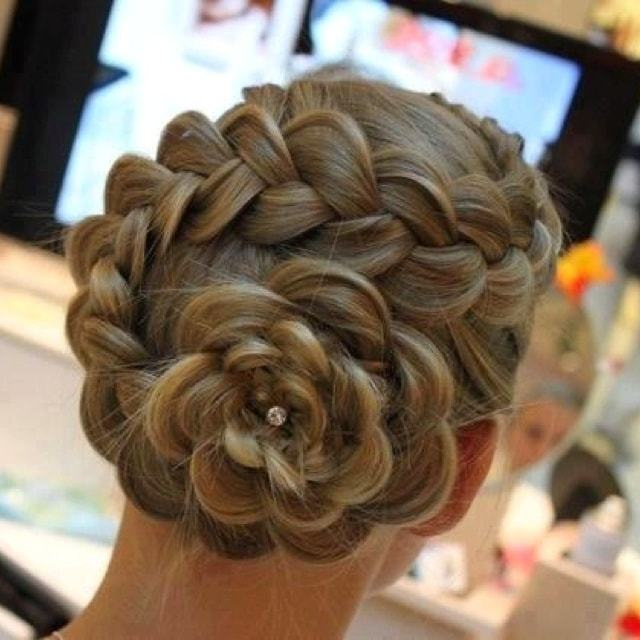 25 Innovative Bun Hairstyles For Women Of All Ages