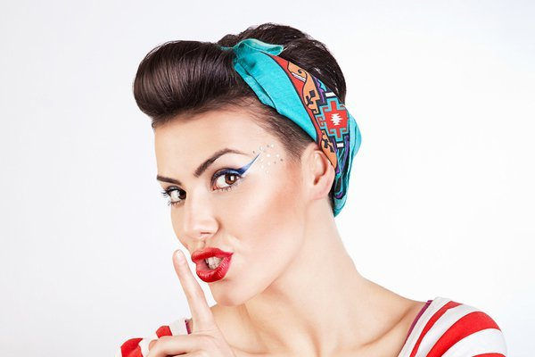 Easy Vintage Pin Up Hairstyles for Women 3-min