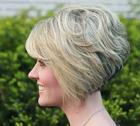 Short stacked bob hairstyles for women 19-min