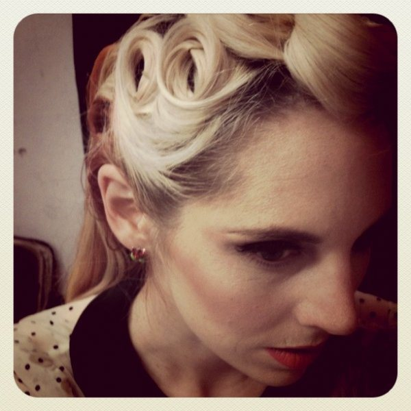 Victory Rolls hairstyles form 1940s 3-min