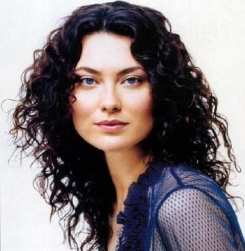 curly weave hairstyles for women 13-min