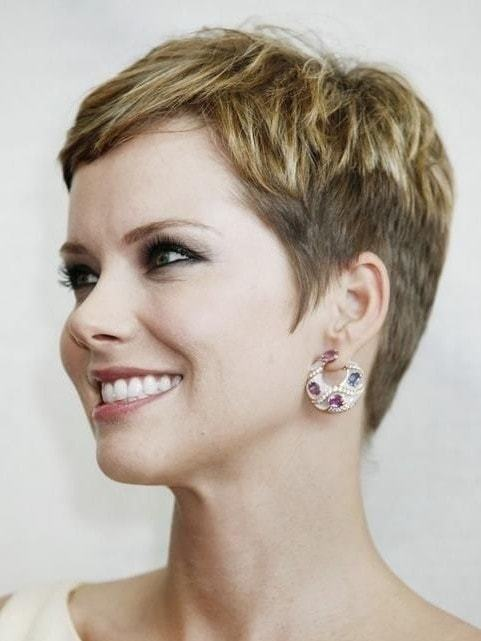 short pixie hairstyles for women 1-min