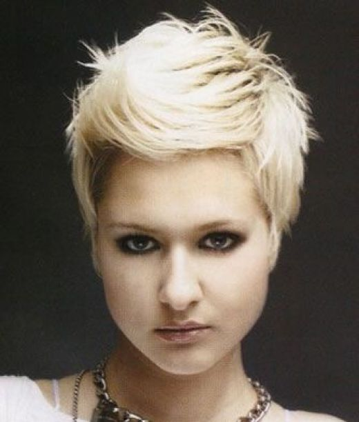 short pixie hairstyles for women 11-min
