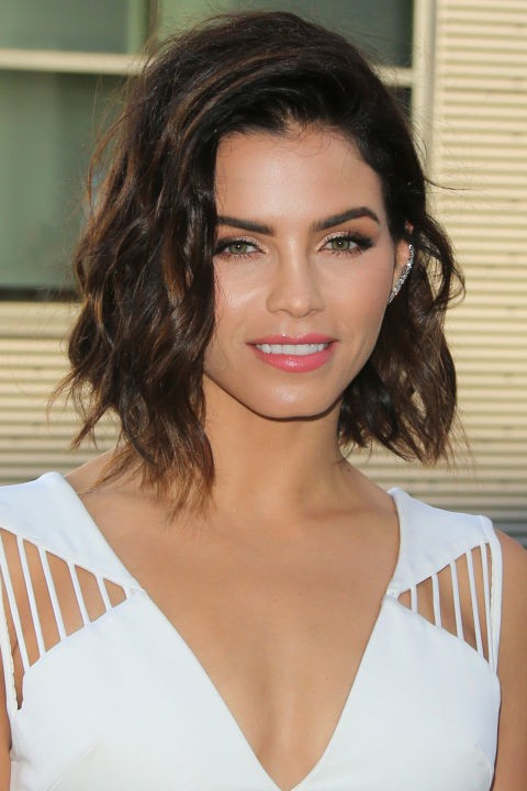 Stylish lob hairstyle for girl