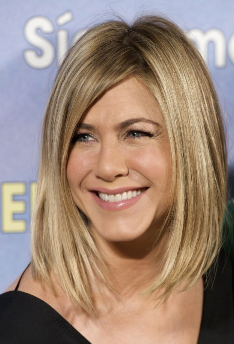 Asymmetrical lob hairsyle for women