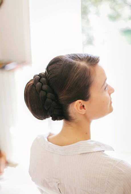 Bun haircut for round faced young women