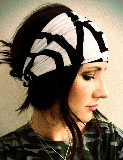 You can use the bandana to cover a part of your head including the  forehead. This military style is appealing to the girls who want to either  hide a ... 34afd3774fe