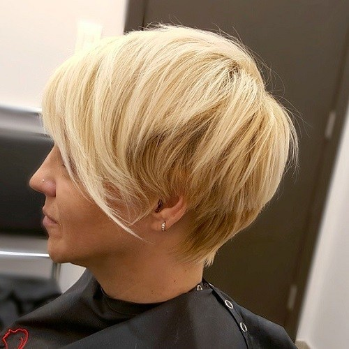 Asymmetrical chop hairstyle for girl