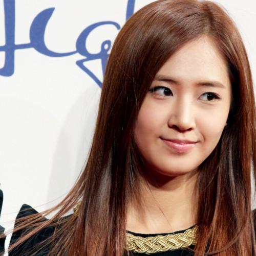 Asian girl Soft mahogany brown hairstyle