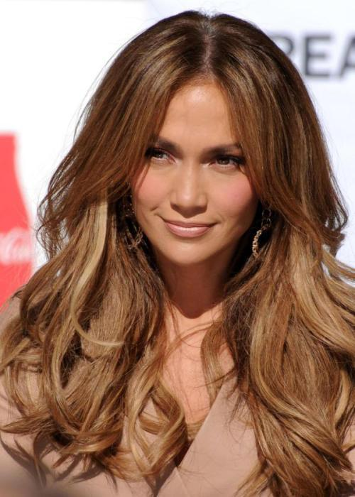 Golden mahogany blonde hairstyle for women