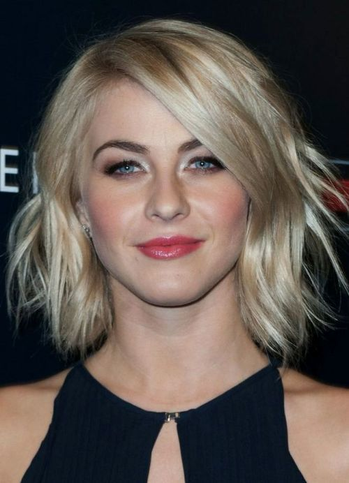 Creamy and spring honey blonde hairstyle for women