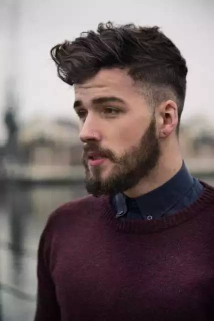 Wavy Pompadour hairstyle you like