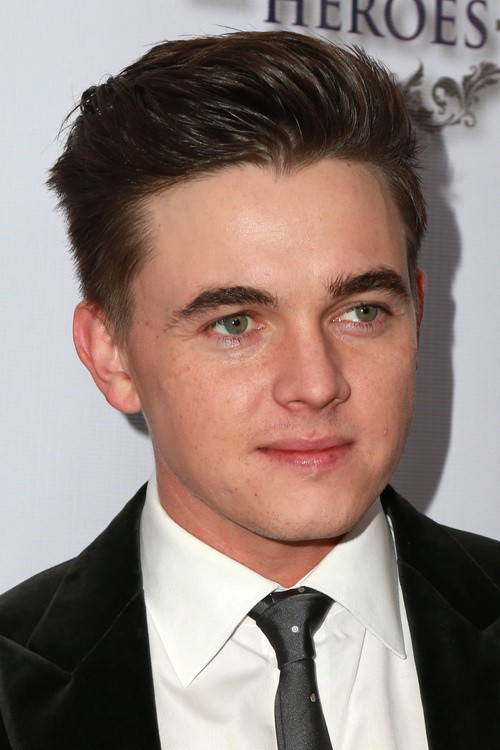 Distinctive Hairstyles For Men With Round Faces - Undercut hairstyle for chubby face