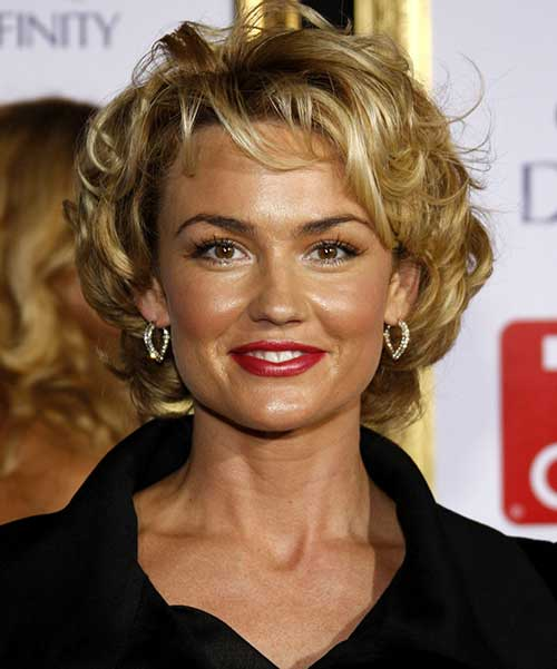 She Was Well Known For Her Short Curly Hairstyles Bright Blonde Looks Like This One Are Ultra Glamorous