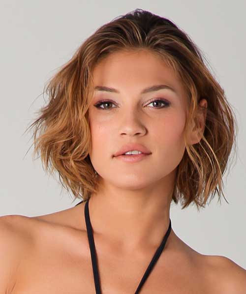 Top 10 Flawless Short Curly Hairstyles For Round Faces
