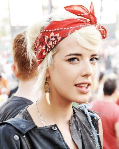 Messy arrangement hairstyle with bandanas