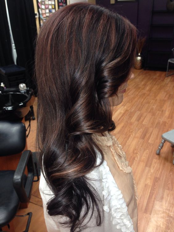 Vintage Styled Red Highlighted Long Black Wavy Hairstyle