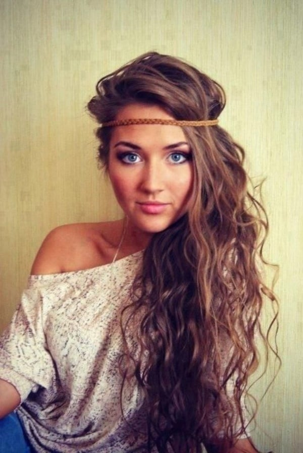 Sometimes The Right Accessory Takes Your Hairstyle To Next Level Out Of Stratosphere In Fact Beachy Waves Are So Tightly Tied Boho Chic