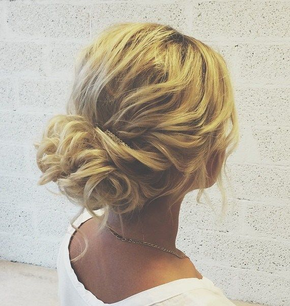 5 Smartest Messy Buns For Curly Hair 2018