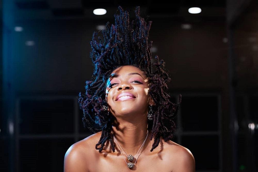 21 Trendiest Medium Hairstyles For Black Women 2021 Trends