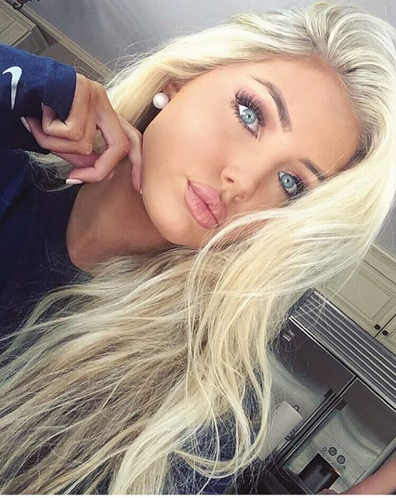 Super Cute blonde women Tabs