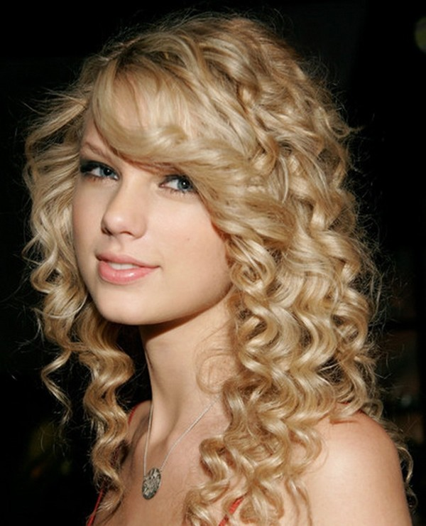 Beautiful curly with blonde hairstyle for women