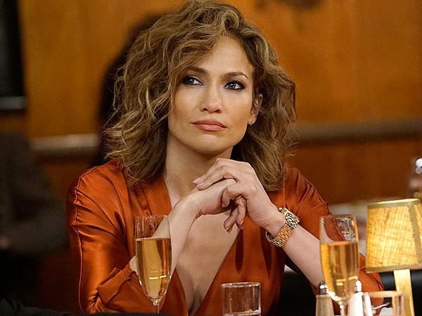 Jennifer Lopez short curly bob hair