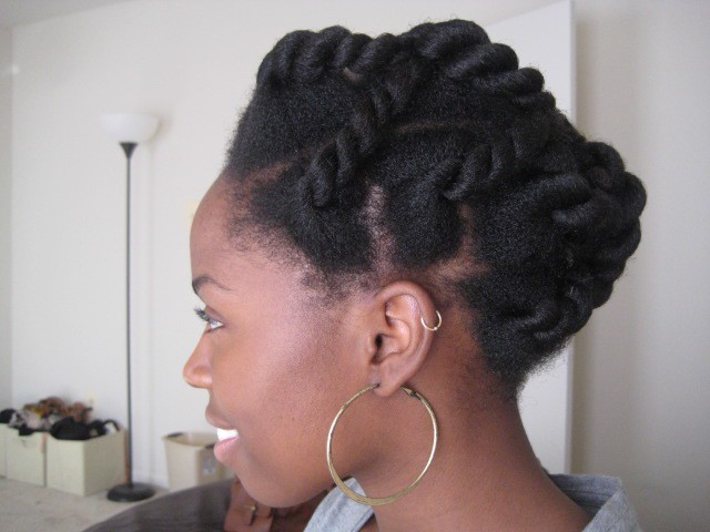10 Beautiful & Natural Hair Updos Trending This Year