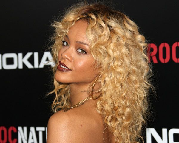 rihanna-blonde-hairstyles-3