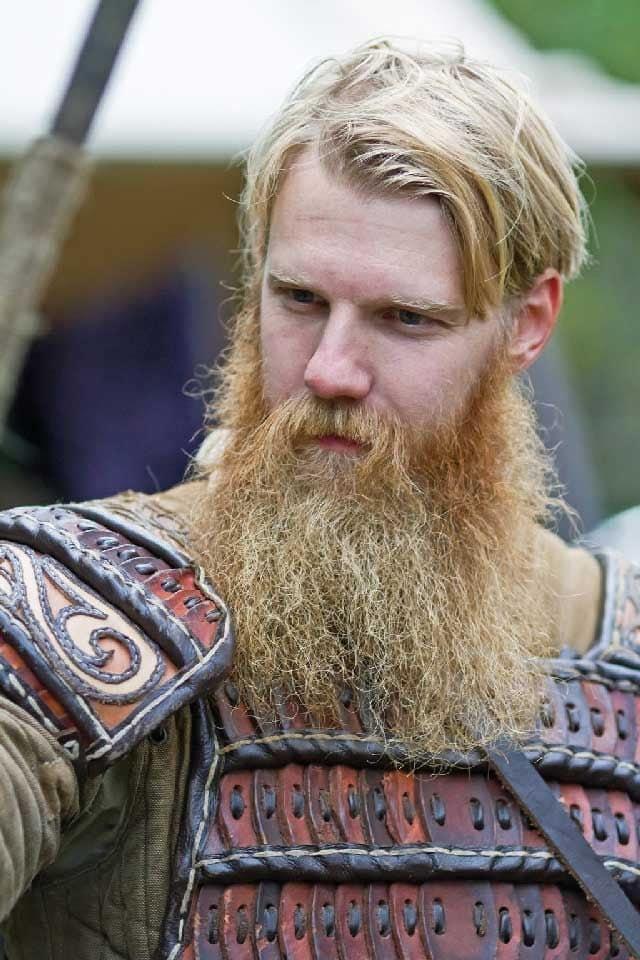 Viking-Chic blonde Beard style