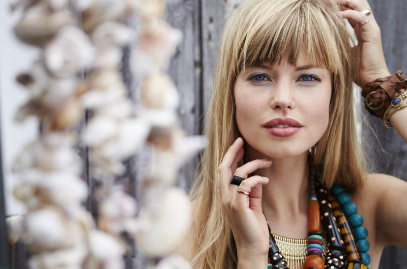 Highlighted bangs with blonde hair color idea