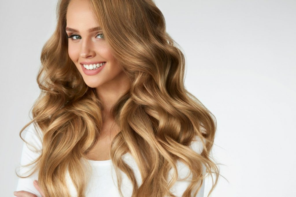 Warm blonde hair color idea for women