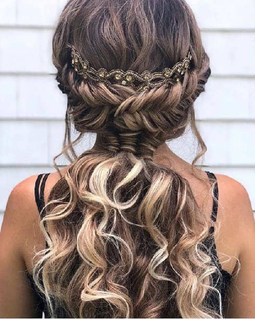 7 Gorgeous Curly Brown Hairstyles With Blonde Highlights