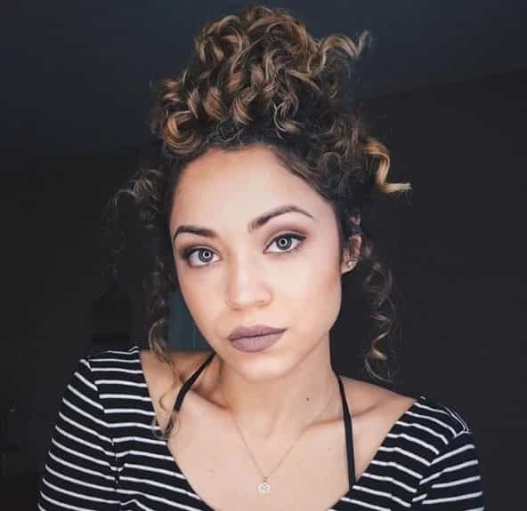 5 Smartest Messy Buns For Curly Hair 2019