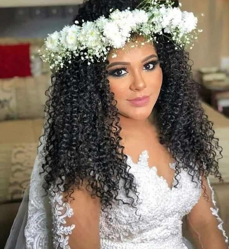 21 Curly Wedding Hairstyles That You Ll Love Right Away