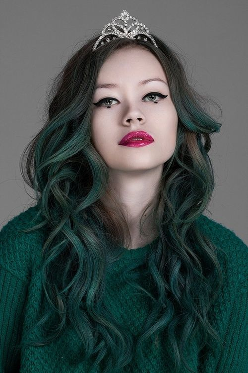 https://hairstylecamp.com/wp-content/uploads/f958b86c771019dedfb0740aca97c107-emerald-green-hair-dark-green-hair.jpg
