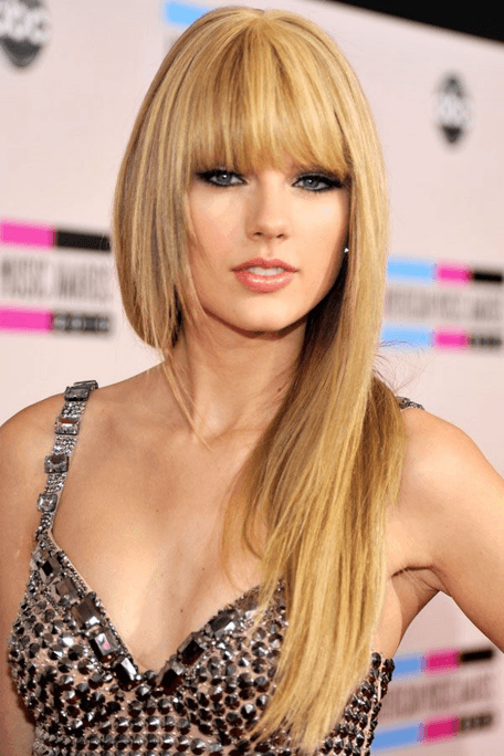 Taylor swift hairstyle transformation 2007 to 2018 in 2010 taylorswift shunned the country girl looks and went for sleek bangs and dead straight hair the look did wonders to highlight her sensuality voltagebd Image collections