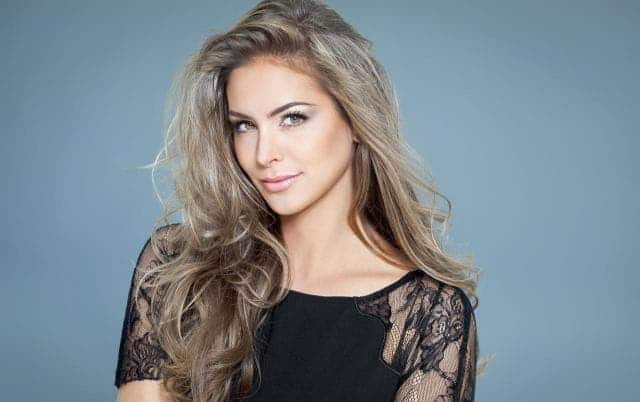 10 Epic Long Blonde Hairstyles Thatll Be Trending In 2018
