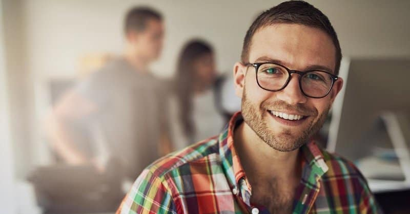 Top 10 Ideal Hairstyles for Men with Glasses – HairstyleCamp
