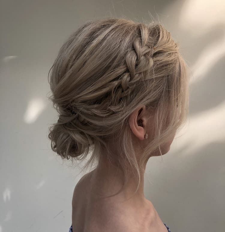 23 Easy Messy Bun Hairstyles You Can Try In Minutes