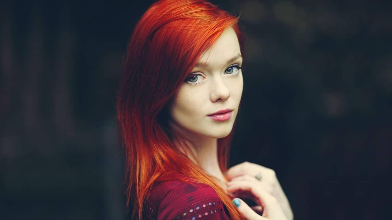 10 Ravishing Red Hairstyles For Mesmerizing Green Eyed Girls