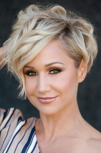 25 of The Hottest Short Hairstyles for Fine Hair (2019 Guide)
